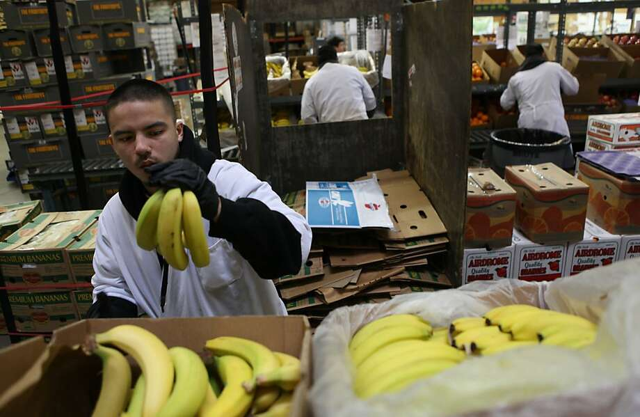 Miguel Ascencio packing bananas at the FruitGuys warehouse in South San Francisco, Calif., on Tuesday, February 7, 2012. Photo: Liz Hafalia, The Chronicle