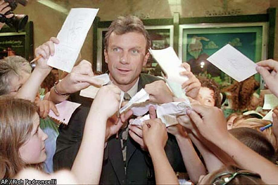 Joe Montana is rejoining his teammates to help pro athletes make money. Associated Press file photo, 1997, by Rich Pedroncelli