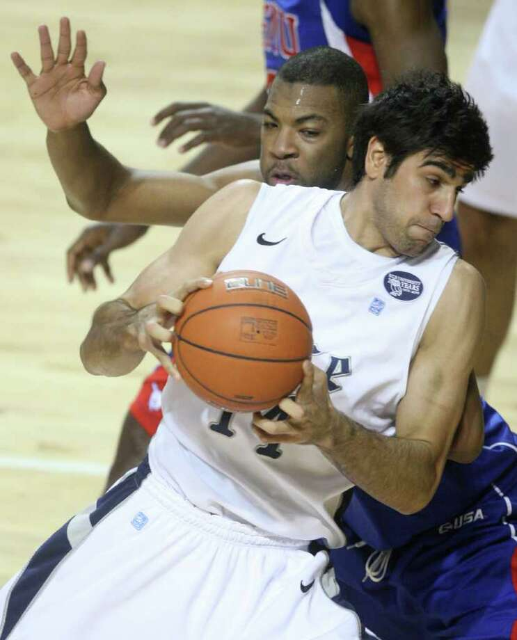Former Rice forward Arsalan Kazemi will go from an Owl to a Duck. Photo: J. Patric Schneider, For The Chronicle / Houston Chronicle