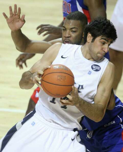 Rice forward Arsalan Kazemi (14) goes up for a shot against SMU forward Shawn Williams (2) during th