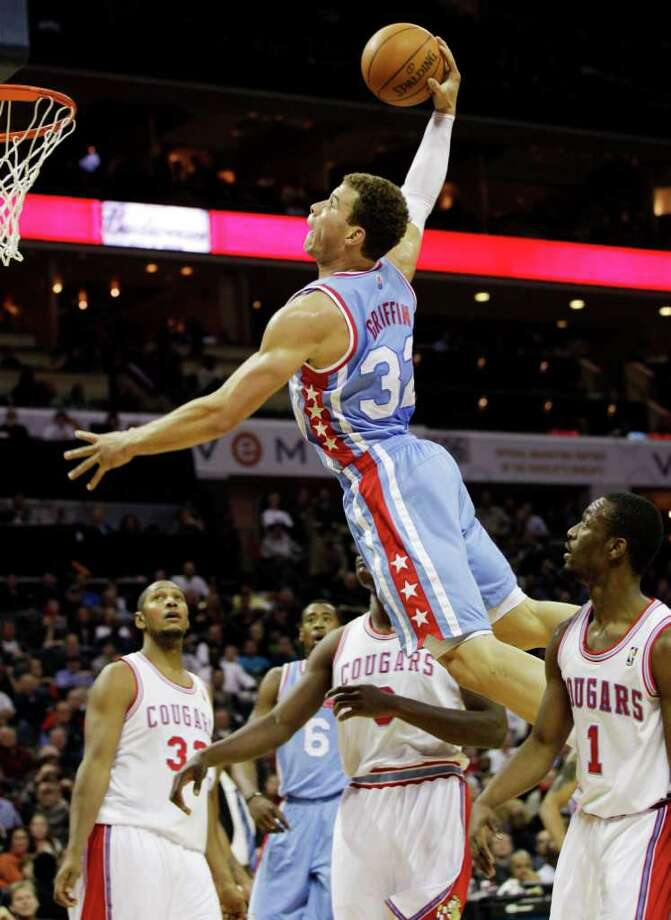Los Angeles Clippers' Blake Griffin (32) goes up to dunk as Charlotte Bobcats' Kemba Walker (1), Bismack Biyombo (0), and Boris Diaw (32) look on during the second half of an NBA basketball game in Charlotte, N.C., Saturday, Feb. 11, 2012. Photo: AP