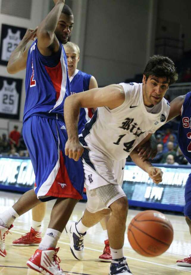 Rice forward Arsalan Kazemi (14) battles for a lose ball against SMU forward Shawn Williams (2) during the second half of a NCAA college basketball game at Tudor Fieldhouse on Saturday, February 11, 2012 in Houston, TX. Photo: J. Patric Schneider, For The Chronicle / Houston Chronicle