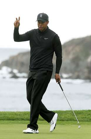 Tiger Woods thanks the gallery on the eighteenth green after making one of his four birdie putts on the back nine during the third round of the AT&T Pebble Beach National Pro-Am golf tournament in Pebble Beach, Calif., Friday, February 11, 2012. Photo: Lance Iversen, The Chronicle