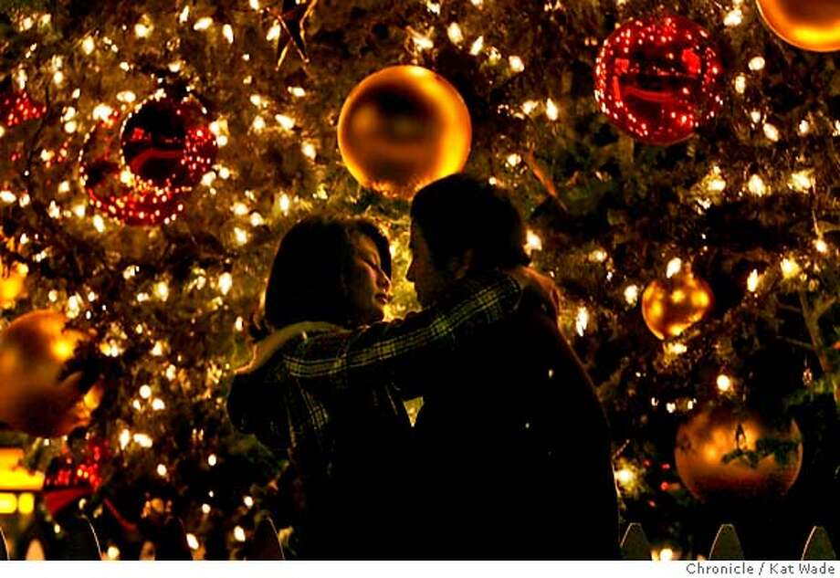 UNIONsquareART_0029_KW_.jpg  Trang Le (CQ) of Union City and Jordan Mendoza have a romantic moment beneath the huge Christmas tree in Union square that hustles and bustles with activity two weeks before Christmas in San Francisco on Monday December 11, 2006. Kat Wade/The Chronicle Mandatory Credit for San Francisco Chronicle and photographer, Kat Wade, Mags out Photo: Kat Wade