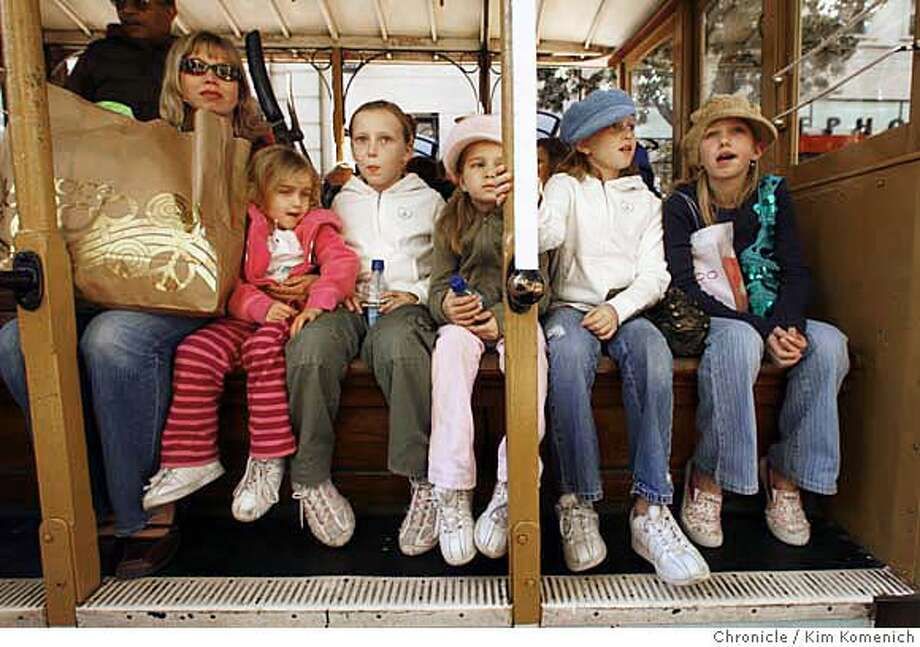 CABLECARS25_037_KK.JPG  San Francisco is considering letting letting children ride the cable cars free on weekends and holidays. We photograph some full fare-paying families at the Powell Street turnaround. Photo by Kim Komenich/The Chronicle �2006, San Francisco Chronicle/Kim Komenich  MANDATORY CREDIT FOR PHOTOG AND SAN FRANCISCO CHRONICLE/ -MAGS OUT Photo: Kim Komenich