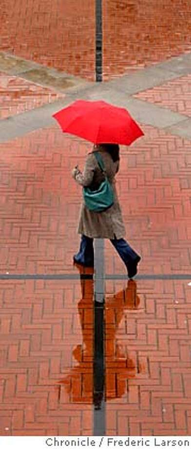 {object name} At Sproul Plaza during the lunch hour on UC Berkeley campus people dressed for the wet weather took on a interesting design seen from a higher angle. Wet weather continues to soak the Bay Area into the first day of Spring. 3/20/06  Frederic Larson Photo: Frederic Larson