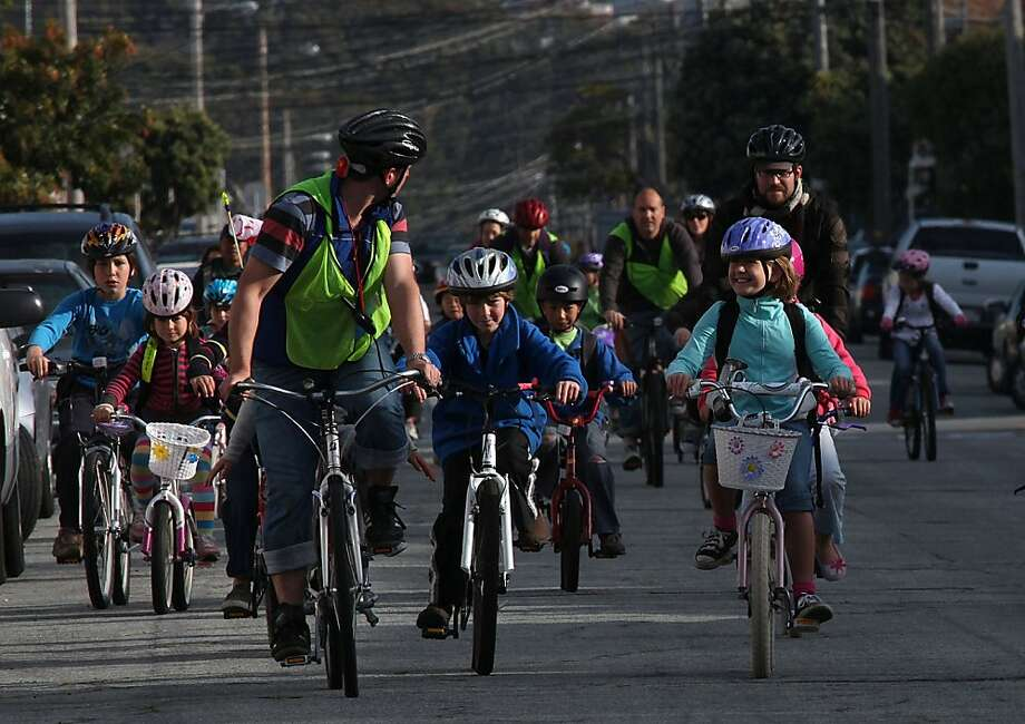 Students, parents, and faculty of Sunset Elementary School in San Francisco, Calif., participating in the second annual Bike to School Day as they ride up 41st Ave. in the Sunset on Thursday, April 15, 2010.  Students at more than 30 San Francisco schoolsStudents, parents, and faculty of Sunset Elementary School in San Francisco, Calif., participating in the second annual Bike to School Day as they ride up 41st Ave. in the Sunset on Thursday, April 15, 2010.  Students at more than 30 San Francisco schools participated led by the SF Department of Public Health. Photo: Liz Hafalia, The Chronicle