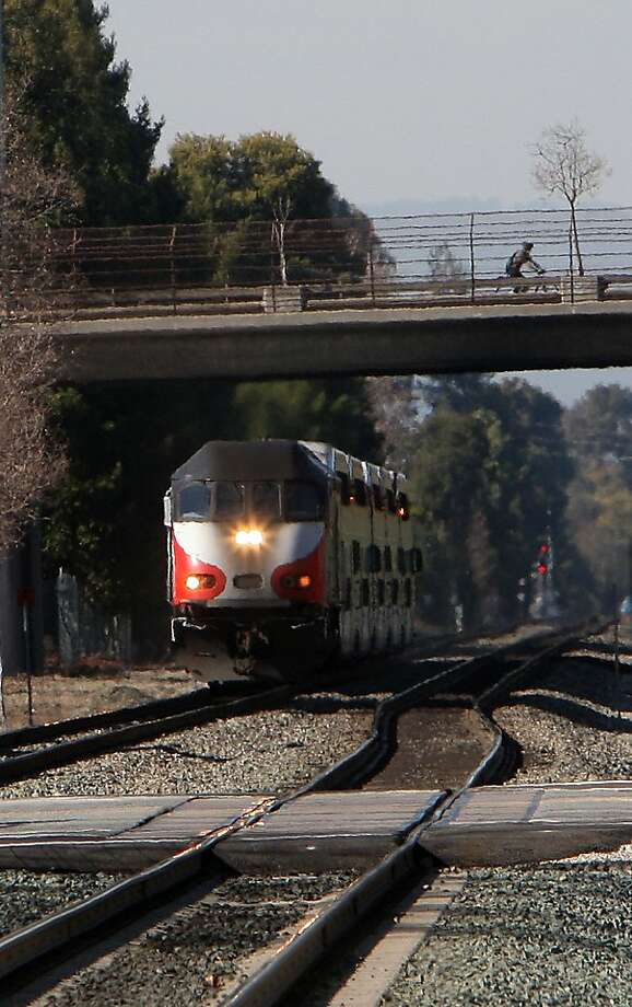 A southbound Caltrain arriving at the station in Mountain View, Calif., on Thursday, February 9, 2012.  Caltrain between San Francisco to San Jose is seeing electrified trains as a potential to the commuter rail line. Photo: Liz Hafalia, The Chronicle