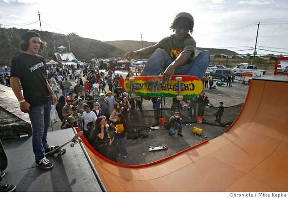 bigair00092_mk.JPG Matt Miskell, 15, of Riverside, CA watches as Demarcus James, 18 of Vallejo, CA pulls a big air on the half pipe. - The parking lot of Sea Bowl in Pacifica, Calif. was packed with an assortment of ramps pointed at the sky on Saturday for the first ever Big Air Extravaganza sponsored by the Log Shop in Pacifica. The free to public, all day event, showcased competition and demos from the world of skateboarding, snowboarding and motocross.  9/22/07. Mike Kepka/The Chronicle (cq) MANDATORY CREDIT FOR PHOTOG AND SF CHRONICLE/NO SALES-MAGS OUT Photo: Mike Kepka