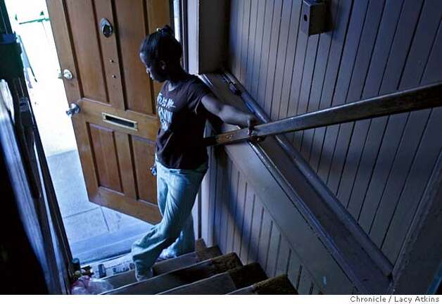 Tierra Turner thinks as she waits at the door of her home in the Bayview, April 11, 2007, in San Francisco, Ca. (Lacy Atkins San Francisco Chronicle)   ** Tierra Turner MANDATORY CREDITFOR PHOTGRAPHER AND SAN FRANCISCO CHRONICLE/NO SALES-MAGS OUT Photo: Lacy Atkins