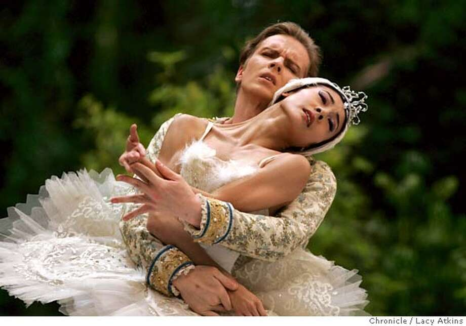 Yuan Yuan Tan and Tiit Helimets of the San Francisco Ballet perform Swan Lake at Stern Grove, Sunday Aug. 13, 2006, in San Francisco, Ca. (Lacy Atkins/The Chronicle)  **Yuan Yuan Tan  **Tiit Helimets MANDATORY CREDITFOR PHOTGRAPHER AND SAN FRANCISCO CHRONICLE/ -MAGS OUT Photo: Lacy Atkins