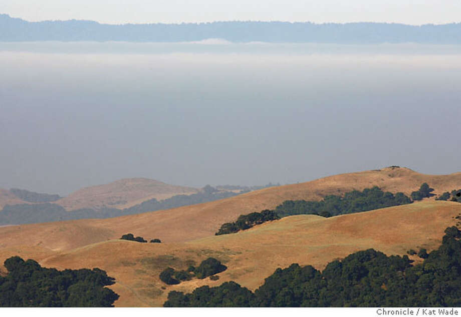 (L to R) The view of the West Bay from Mt. Diablo Wednesday morning July 26, 2006 reveals a thick layer of fog and smog on the tenth day of the record breaking California heat wave.  Kat Wade/The Chronicle ** (Subjects) cq Photo: Kat Wade