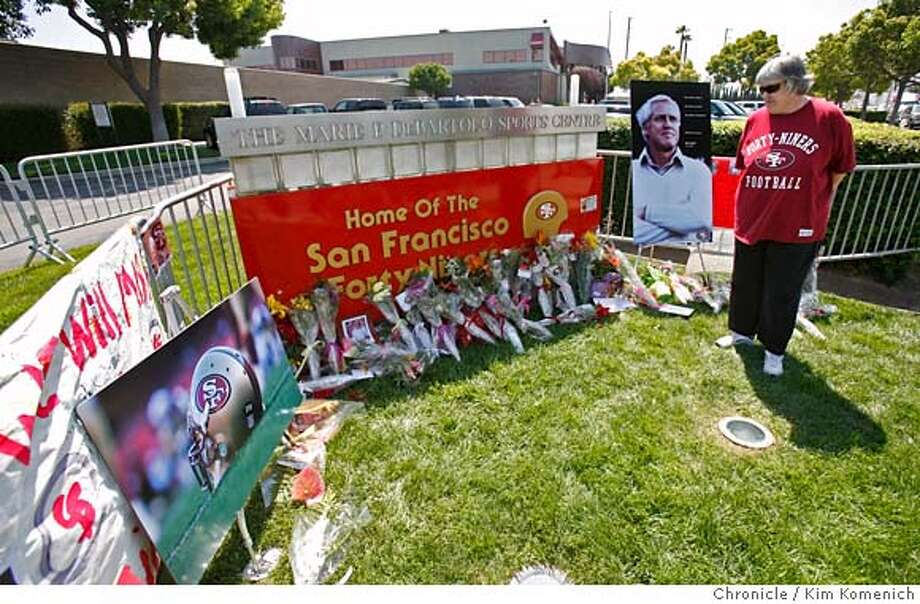 WALSH_MEMORIAL_021_KK.JPG  Carol Morrow of Sunnyvale visits the San Francisco 49ers public memorial site Niners Santa Clara headquarters. The team set up the memorial for folks who want to pay their respects to former Niners Head Coach bill Walsh who died earlier this week. (Morrow was part of a tour from the Sunnyvale Senior Center.) Photo by Kim Komenich/The Chronicle  **Carol Morrow MANDATORY CREDIT FOR PHOTOG AND SAN FRANCISCO CHRONICLE. NO SALES- MAGS OUT. Photo: Kim Komenich