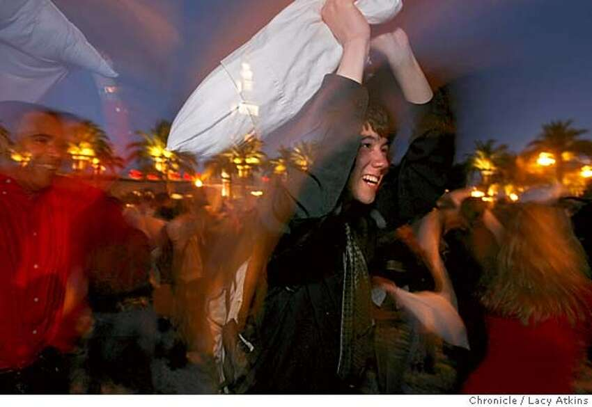 Hundreds of people swing pillows at each other at a Valentines Day massive pillow fight at San Francisco�s Justin Herman Plaza Feb. 14, 2006, in San Francisco. Photographer:Atkins, Lacy