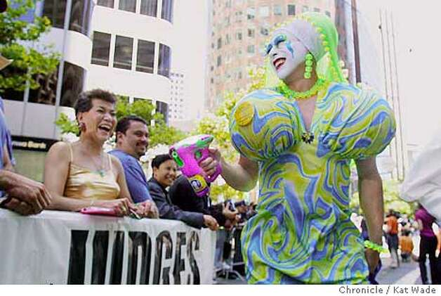 One of The Sisters of Perpetual Indulgence struts her stuff for the judges on Market Street during the 31st annual San Francisco Pride 2001 . SAN FRANCISCO CHRONICLE PHOTO BY KAT WADE Photo: KAT WADE