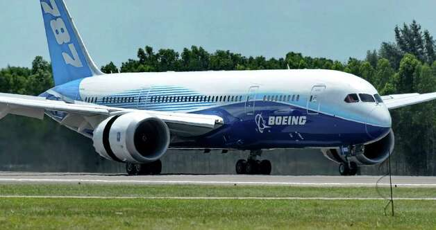 Boeing's 787 Dreamliner arrives in Singapore on February 11, 2012 for the Singapore Airshow. Photo: ROSLAN RAHMAN, AFP/Getty Images / 2012 AFP