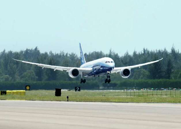 Boeing's 787 Dreamliner touches down at the military airbase in Singapore on February 11, 2012 for the Singapore Airshow. Photo: ROSLAN RAHMAN, AFP/Getty Images / 2012 AFP