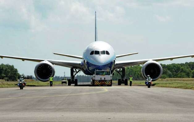 Boeing's 787 Dreamliner is towed after arriving in Singapore on February 11, 2012 for the Singapore Airshow. Photo: ROSLAN RAHMAN, AFP/Getty Images / 2012 AFP