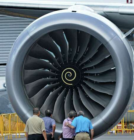 Officials chat next to the Rolls Royce engine of a Boeing 787 Dreamliner at the Singapore Airshow in Singapore on February 12, 2012. Photo: ROSLAN RAHMAN, AFP/Getty Images / 2012 AFP
