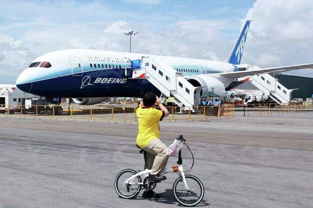 A man stops to take a photograph of the Boeing 787 Dreamliner during a media tour on February 12, 2012 in Singapore. Photo: Chris McGrath, Getty Images / 2012 Getty Images