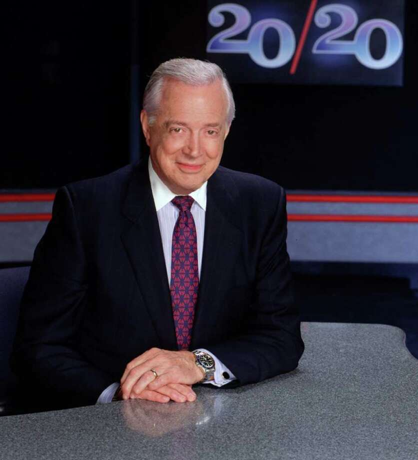 ADVANCE FOR FRIDAY, SEPT. 24--FILE--Hugh Downs is shown on the set of the ABC News magazine '20/20,' in this 1993 publicity photo.  After tonight's '20/20,' Downs will end a 21 year stint as the program's anchor to begin an internet career with iNEXTV, a Web startup covering the government's executive branch.  (AP Photo/ABC, Steve Fenn) Photo: STEVE FENN / ABC