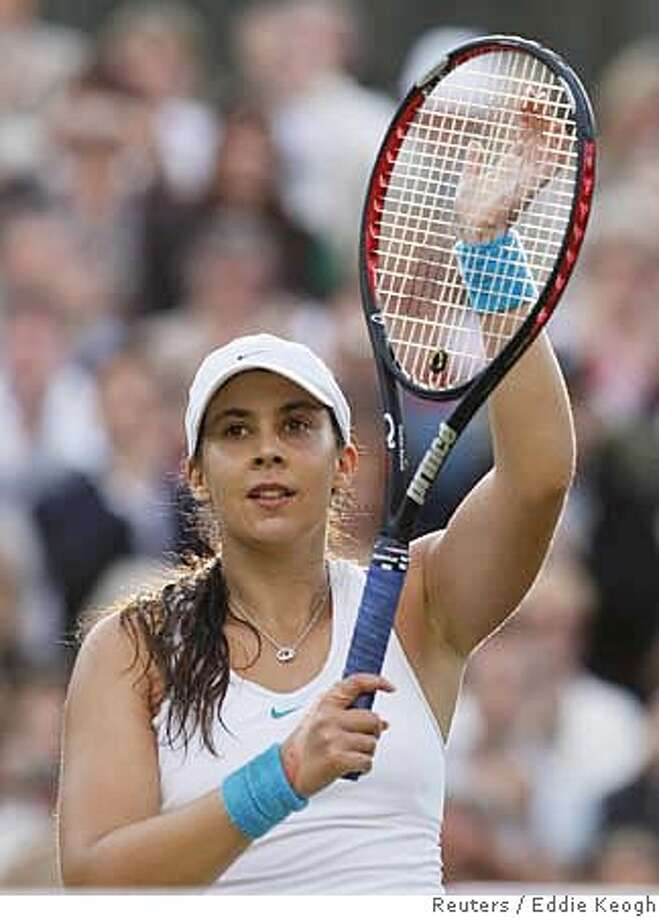 France's Marion Bartoli celebrates after winning her semi-final singles match against Belgium's Justine Henin at the Wimbledon tennis championships in London, July 6, 2007. REUTERS/Eddie Keogh (BRITAIN) Photo: EDDIE KEOGH