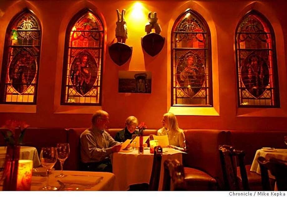 d.16O'RIELLYS139_mk.JPG O'Rielly's Holy Grail dinning room is filled with stained glass and plenty of charm.  Mike Kepka / The Chronicle MANDATORY CREDIT FOR PHOTOG AND SF CHRONICLE/ -MAGS OUT Photo: Mike Kepka
