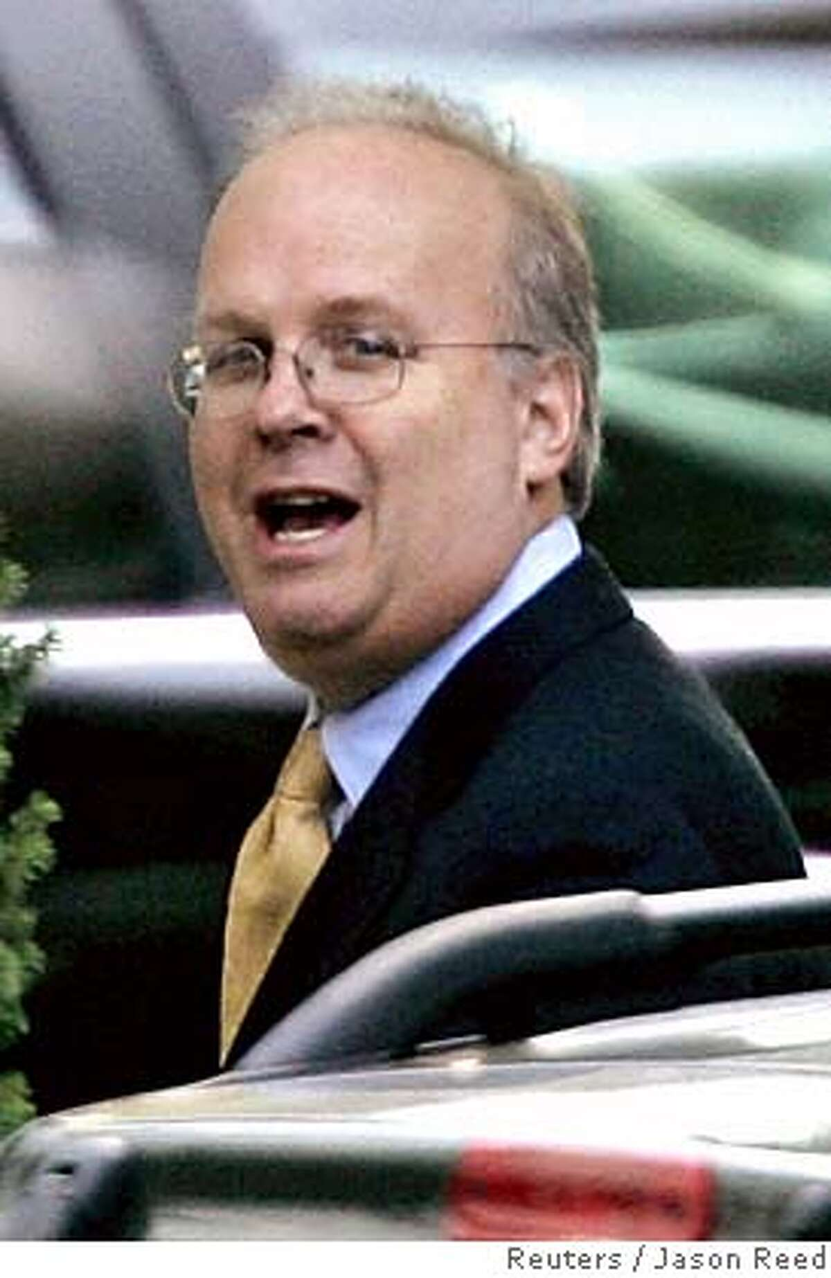 Deputy White House Chief of Staff Karl Rove walks into the West Wing of the White House from the Old Executive Office building in Washington October 27, 2005. Two key White House aides, Rove and Vice President Dick Cheney's chief of staff, Lewis