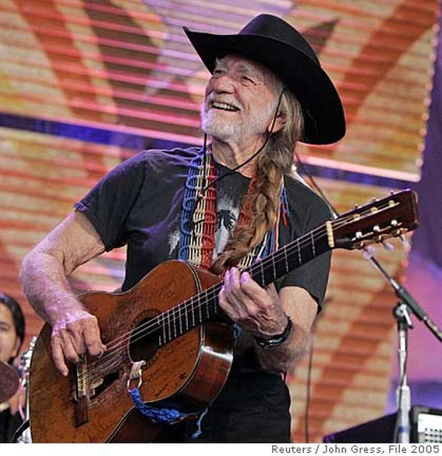 "Willie Nelson performs with Los Lonely Boys during the 20th anniversary ""Farm Aid"" concert in Tinley Park, Illinois, in this September 18, 2005 file photo. Nelson and several fellow musicians were charged with misdemeanor drug possession by Louisiana police after a search of their tour bus on September 18, 2006 turned up marijuana and psychedelic mushrooms. REUTERS/John Gress/File (UNITED STATES) 0 Photo: JOHN GRESS"