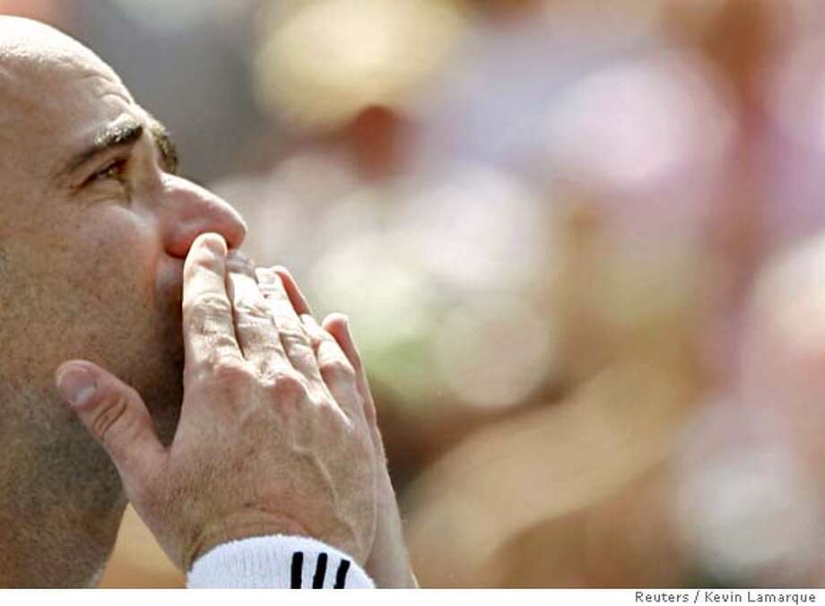 Andre Agassi of the U.S. blows a kiss to the crowd after his loss against Germany's Benjamin Becker at the U.S. Open tennis tournament in New York, September 3, 2006. Agassi was playing in his last U.S. Open. REUTERS/Kevin Lamarque (UNITED STATES) 0 Photo: KEVIN LAMARQUE