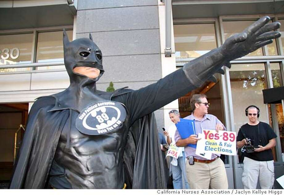 Batman crusader stands outside a Gov. Arnold Schwarzenegger fundraiser in Sacramento Thursday.  Credit: California Nurses Association/Jaclyn Kellye Higgs Photo: Jaclyn Kellye Higgs