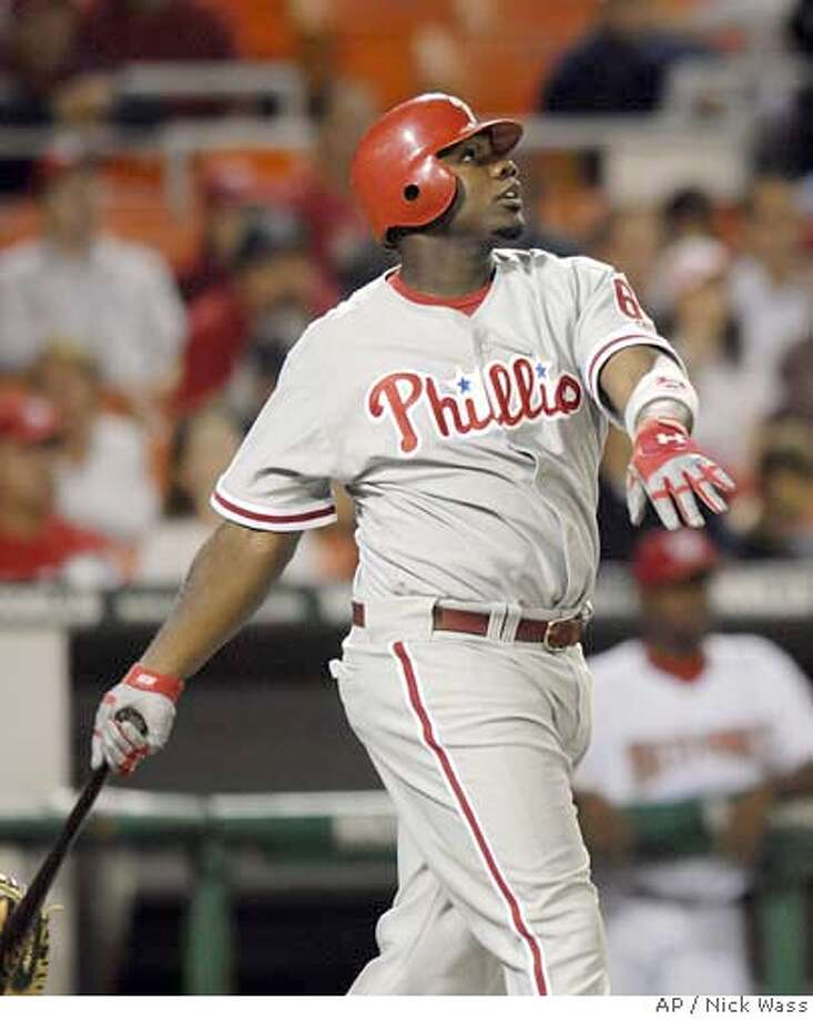 Philadelphia Phillies' Ryan Howard watches his solo home run against the Washington Nationals during the fourth inning of a baseball game, Thursday, Aug. 31, 2006, in Washington.(AP Photo/Nick Wass) EFE OUT Photo: NICK WASS