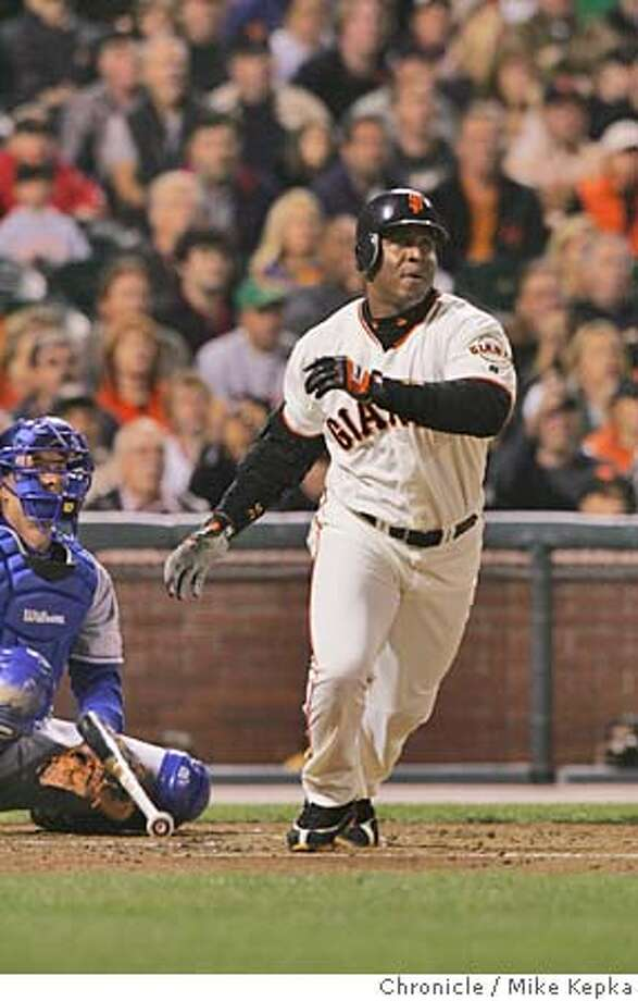 giants0241_mk.jpg Barry Bonds hit his 702 homerun in the 2nd.  San Francisco Giants vs. LA Dodgers at Pac Bell Park.  MIKE KEPKA/The Chronicle MANADATORY CREDIT FOR PHOTOG AND SF CHRONICLE/ -MAGS OUT Sports#Sports#Chronicle#9/25/2004#ALL#5star##0422372774 Photo: MIKE KEPKA