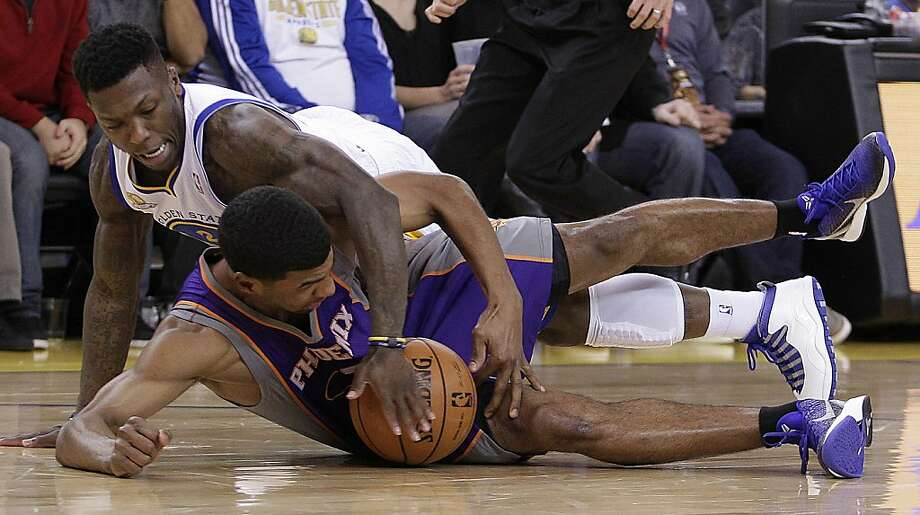 Phoenix Suns' Ronnie Price, bottom, and Golden State Warriors' Nate Robinson chase a loose ball during the second half of an NBA basketball game Monday, Feb. 13, 2012, in Oakland, Calif. Warriors won 102-96.  (AP Photo/Ben Margot) Photo: Ben Margot, Associated Press