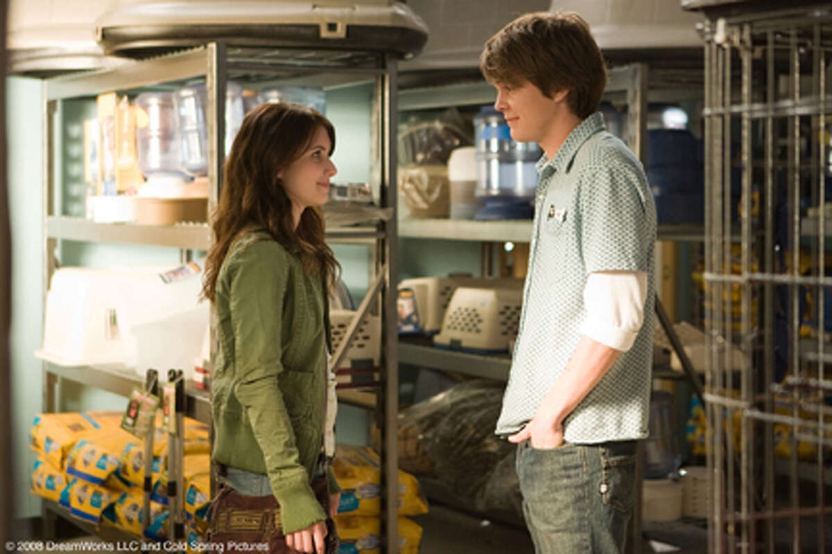 Emma Roberts as Andi and Johnny Simmons as Dave in