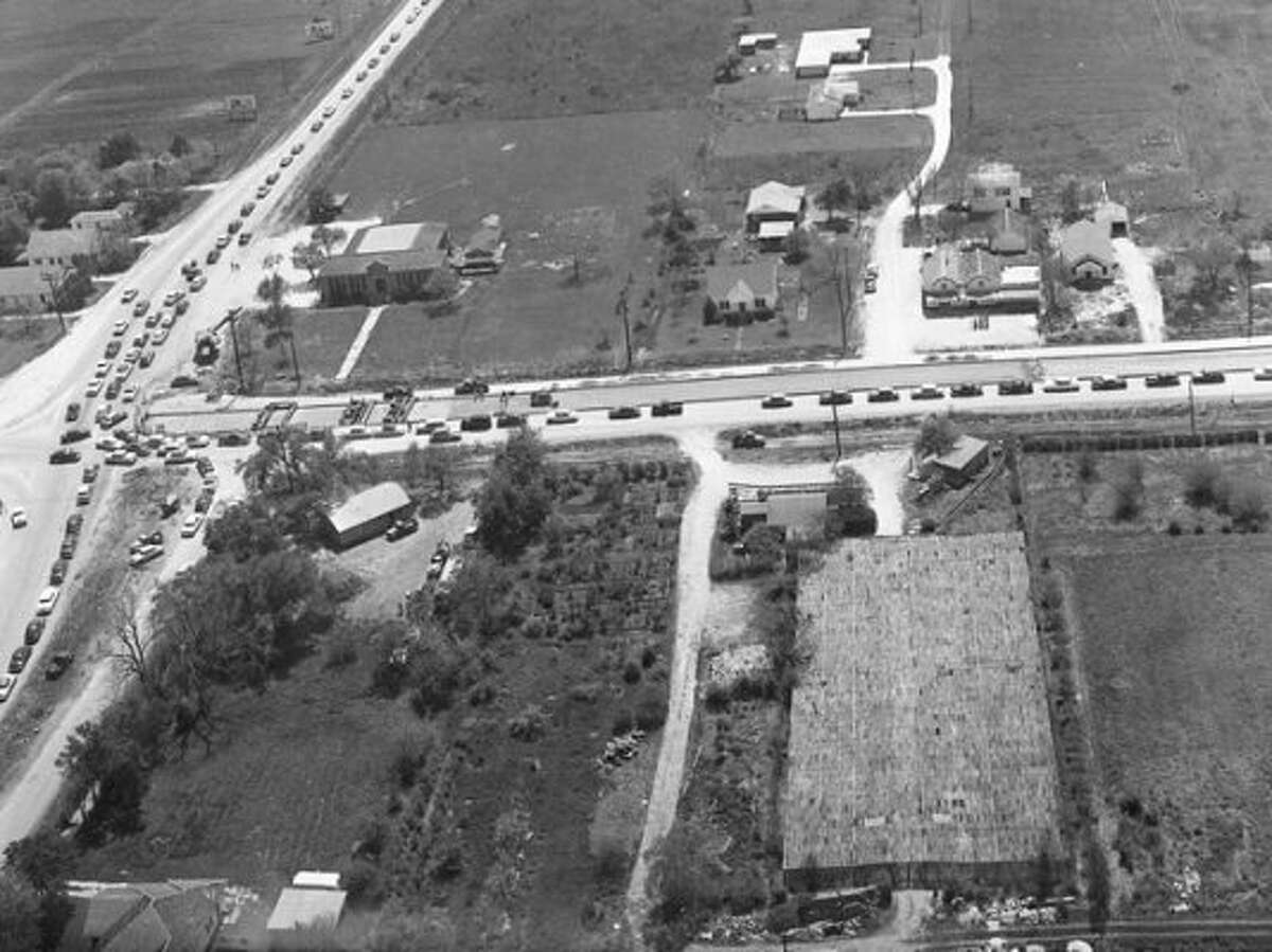 Think you know Houston well? Try looking at it from these old black-and-white photos from Houston's past.Source: Bayou City History