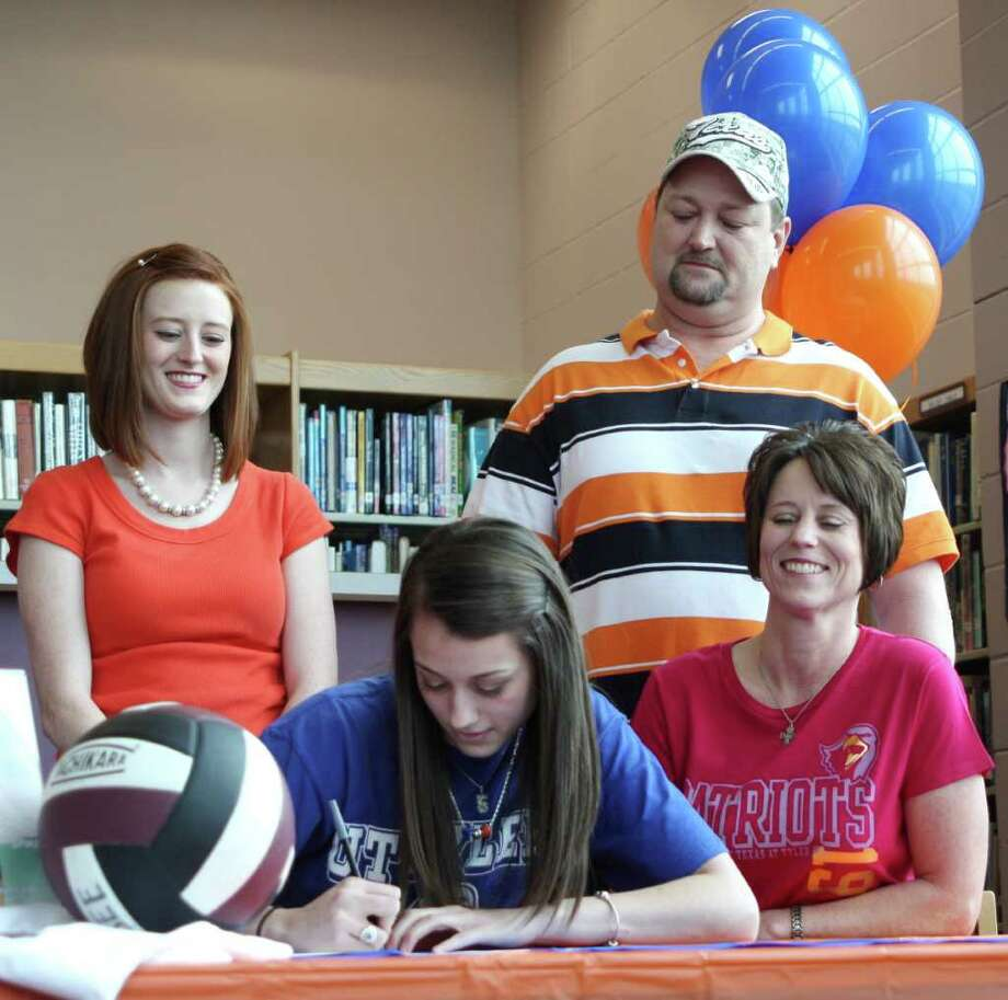 Silsbee volleyball standout Janci Burns (center) signs a letter of intent to play ball at the University of Texas at Tyler surrounded by her family. Burns is ranked third in her class academically and has a passion for volleyball. Photo: David Lisenby, HCN_Signing