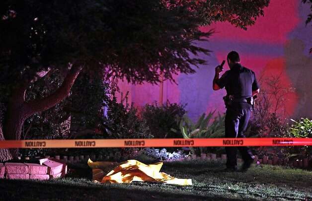 Antioch Police investigate a possible homicide at 4872  Wexler Peak Way in Antioch Calif., Monday, February 13, 2012. Photo: Lance Iversen, The Chronicle