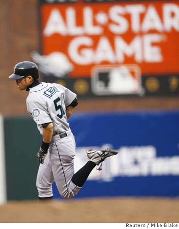 American League All-Star Ichiro Suzuki of the Seattle Mariners rounds the bases with an inside-the-park home run in the fifth inning of Major League Baseball's All-Star Game in San Francisco, California, July 10, 2007. REUTERS/Mike Blake (UNITED STATES) 0 Photo: MIKE BLAKE