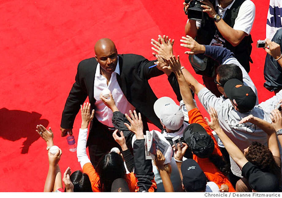 Barry Bonds greets fans during All-Star Fan Red Carpet Show.  78th Annual All-Star Game at AT&T Park in San Francisco, CA, on Tuesday, July, 10 2007. photo taken: 07/10/2007  Deanne Fitzmaurice / The Chronicle ** (cq) Photo: Deanne Fitzmaurice