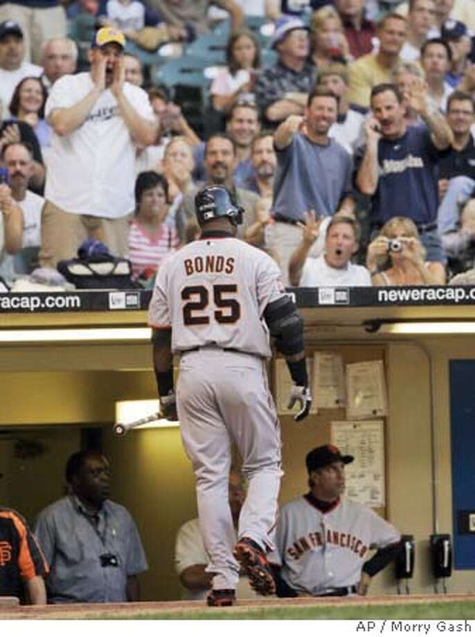 Fans yell at San Francisco Giants' Barry Bonds as he walks to the dugout after striking out during the fourth inning of a baseball game against the Milwaukee Brewers Tuesday, June 19, 2007, in Milwaukee. (AP Photo/Morry Gash) Photo: Morry Gash