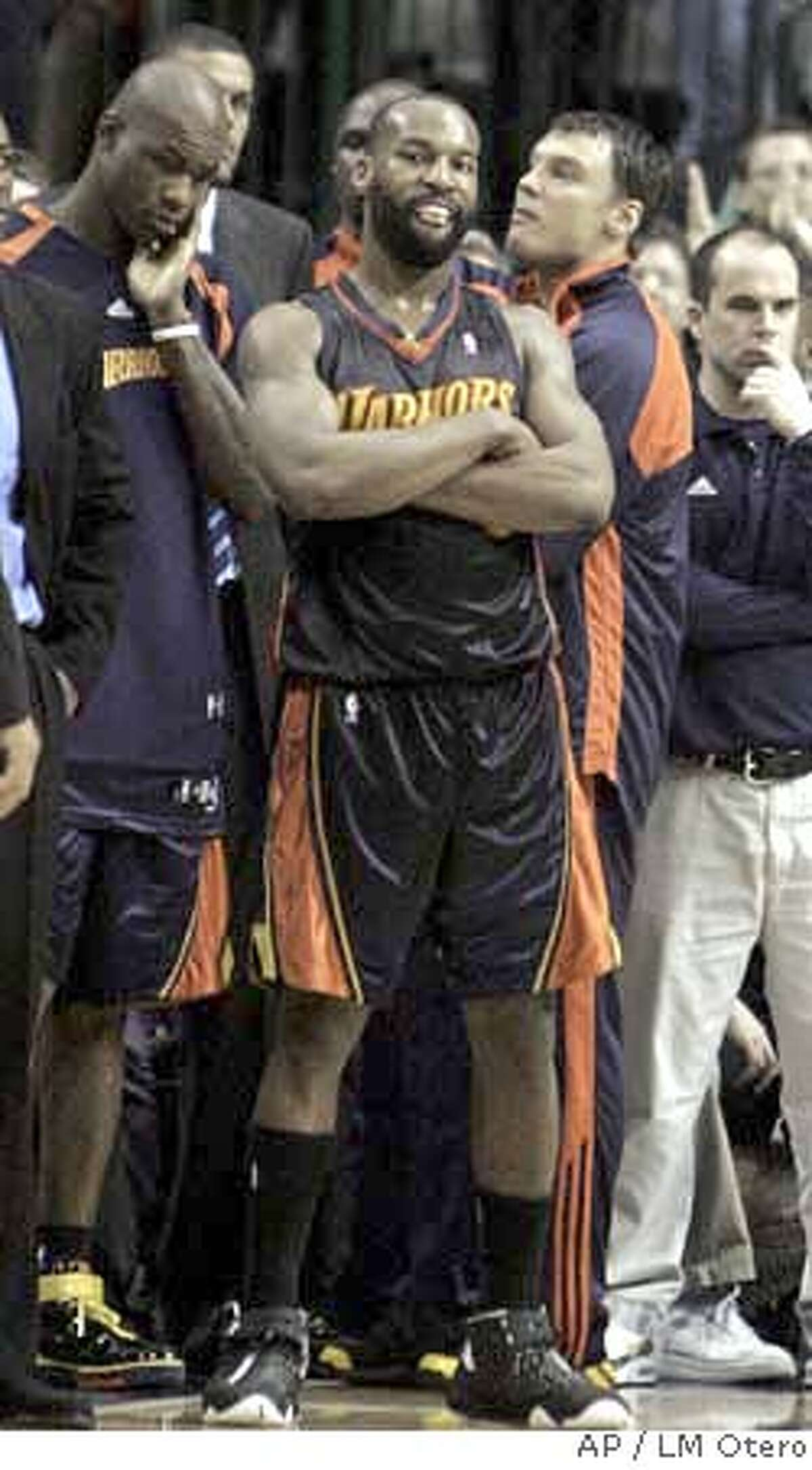 Golden State Warriors Baron Davis watches from the bench after fouling out in the fourth quarter of the playoff basketball game against the Dallas Mavericks in Dallas, Tuesday, May 1, 2007. The Mavericks won 1198-112. (AP Photo/LM Otero) EFE OUT