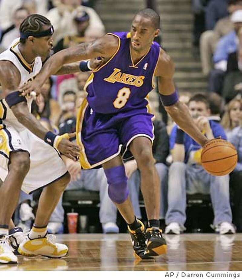 Los Angeles Lakers' Kobe Bryant, right, drives around Indiana Pacers' Stephen Jackson in the second quarter of an NBA basketball game in Indianapolis, Wednesday, Feb. 1, 2006. (AP Photo/Darron Cummings) EFE OUT Photo: DARRON CUMMINGS