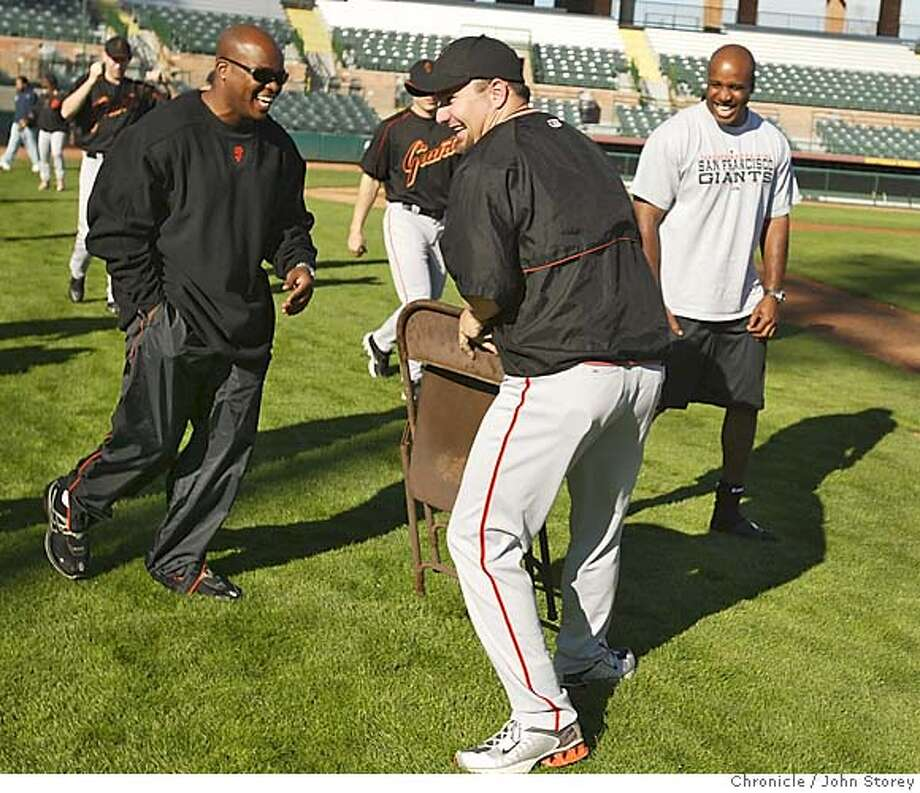 022305_Giants_jrs004.JPG  Giants pitcher Scott Eyre jokingly offered Barry Bonds a chair as he walked onto the field at Scottsdale Stadium.  The A's during Spring Training.  Event on 2/23/05 in Phoenix. John Storey / The Chronicle MANDATORY CREDIT FOR PHOTOG AND SF CHRONICLE/ -MAGS OUT Photo: John Storey