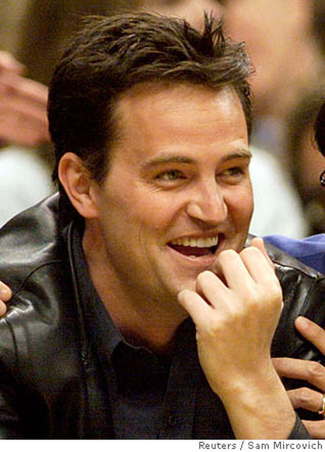 LAB07D:SPORT-NBA:LOS ANGELES,CALIFORNIA,8JUN00 - Actor Matthew Perry (L) and studio executive Peter Roth attend Game One of the NBA Finals between the Los Angeles Lakers and Indiana Pacers June 7 at Staples Center in Los Angeles. The Lakers won the first game 104-87. fsp/Photo by Sam Mircovich REUTERS CAT 0 Photo: MIKE BLAKE