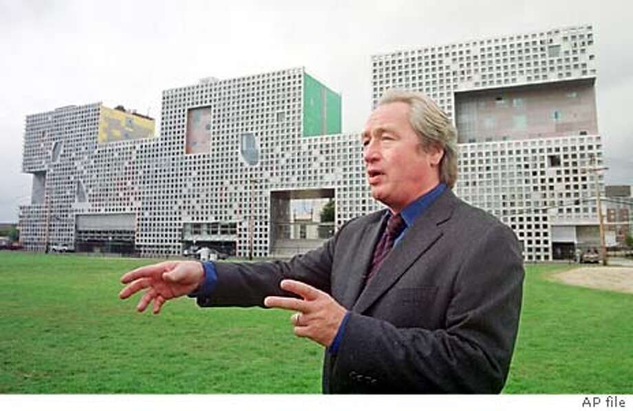Architect Steven Holl, of New York, describes, Monday, Oct. 7, 2002, the structure of Simmons Hall, the Massachusetts Institute of Technology dormitory he designed, in Cambridge, Mass. The new dormitory, which houses 350 students in a 10-story structure, is part of a $1 billion campus facelift that employs some of the world's top architects. (AP Photo/Angela Rowlings) Photo: ANGELA ROWLINGS