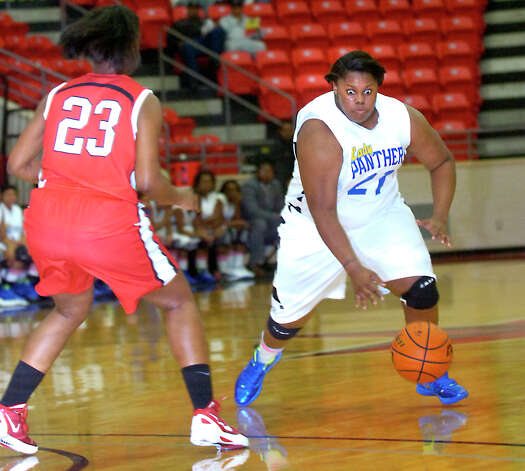 Ozen's Nekia Jones drives the ball down court as Crosby's  Alea Godfrey guards at Lee College in Baytown, Tuesday, February 14, 2012. Tammy McKinley/The Enterprise Photo: TAMMY MCKINLEY