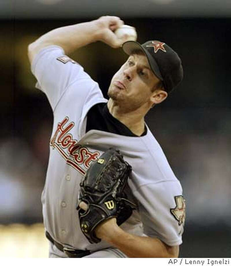 Houston Astros starter Roy Oswalt delivers a pitch in the first inning against the San Diego Padres Wednesday, July 7, 2004, in San Diego. (AP Photo/Lenny Ignelzi) Ran on: 07-08-2004  Astros starter Roy Oswalt allowed one run on six hits in 71-3 innings. He struck out six. Photo: LENNY IGNELZI