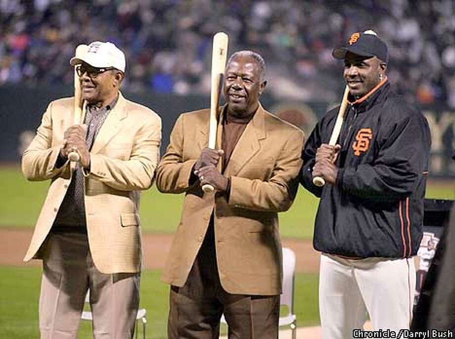 All-time home run leaders from left: Willie Mays, Hank Aaron, and Barry Bonds pose for pictures after a celebration in their honor at Pac Bell Park. CHRONICLE PHOTO BY DARRYL BUSH Photo: Darryl Bush