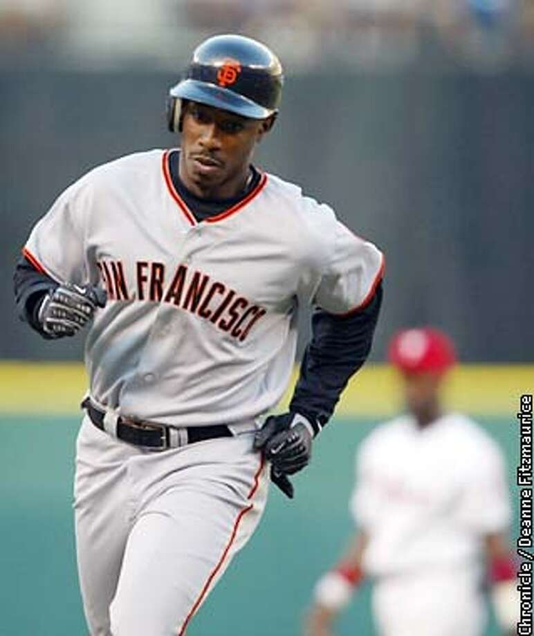 GIANTS3-C-30JUL02-SP-DF  Kenny Lofton circles the bases after he hit a homerun in his first at bat for the Giants as the San Francisco Giants beat the Philadelphia Phillies at Veteran's Stadium in Philadelphia, PA. CHRONICLE PHOTO BY DEANNE FITZMAURICE